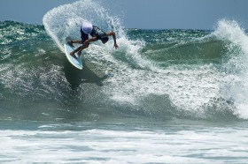 Slidetober_2014_Surf_Action2207